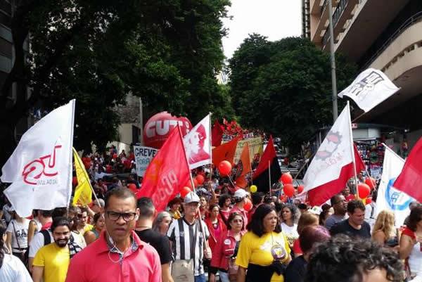 Protesto pede saída de Temer do poder