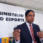 Brasília - O ministro do Esporte, Orlando Silva, fala sobre a aprovação do Projeto de Lei 4869/09, que prevê a criminalização de atos de violência nos estádios de futebol Foto: Marcello Casal JR/ABr